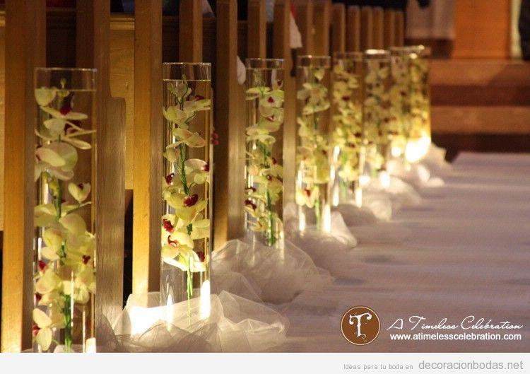Decoración original y elegante para bancos y paseo altar boda iglesia