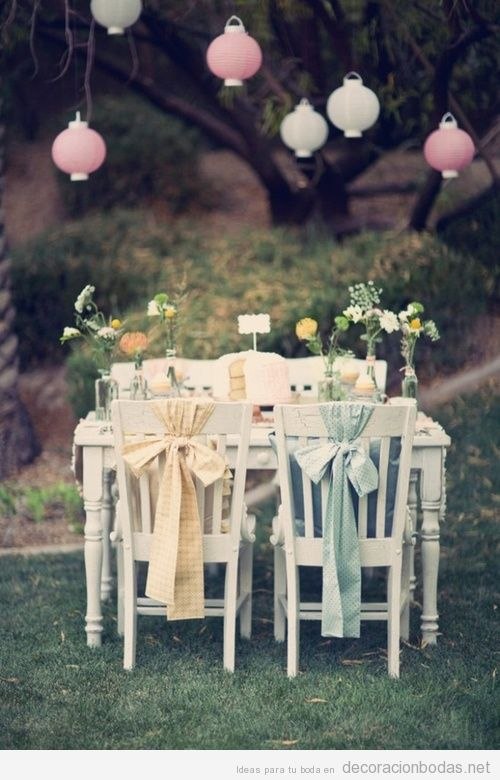 Decoración de mesa para una boda en el jardín
