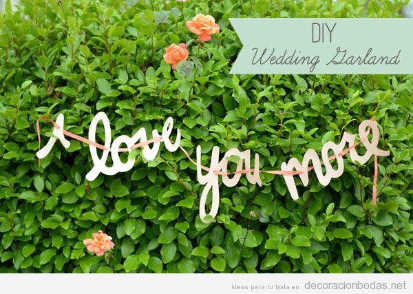 Guirnalda romántica y bonita para decorar una boda en un jardín