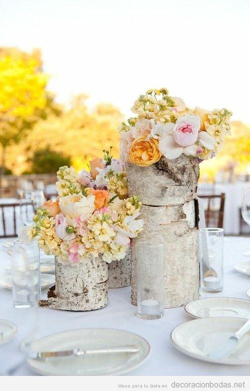 Troncos de árboles con flores como centro de mesa | Decoración bodas ...