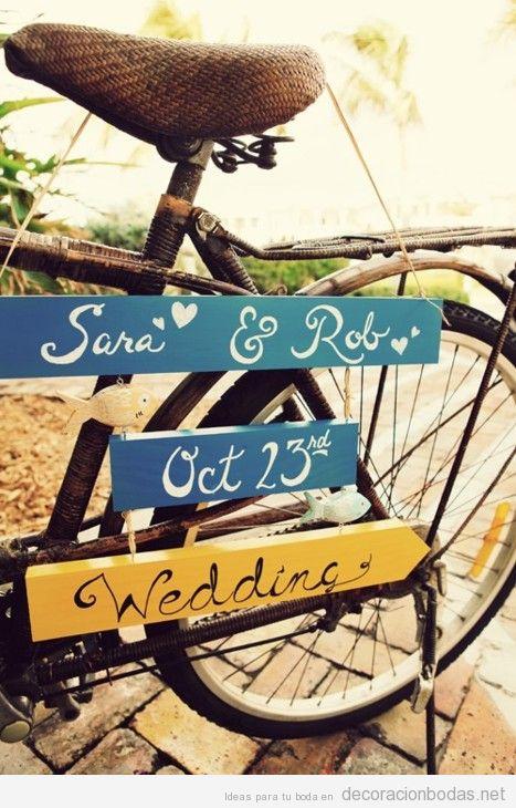 Bicicleta de paseo antigua para colocar carteles en una boda