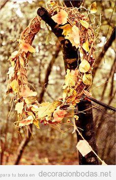 Corona de hojas secas ramas para decorar boda en otoño
