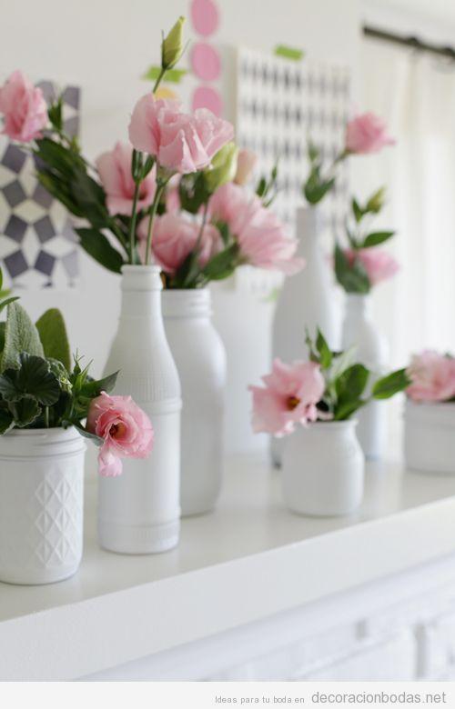 Centro de mesa sencillo y bonito jarrones blancos y flores rosas decoraci n bodas - Precios de centros de mesa para boda ...