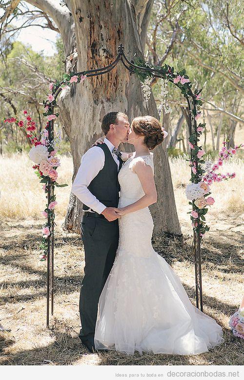 Ideas para decorar un altar en una boda en jardín o bosque
