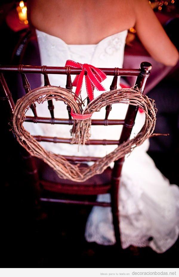 Idea bonita para decorar la silla de una novia en una boda