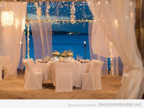 Decoración banquete de boda en la playa