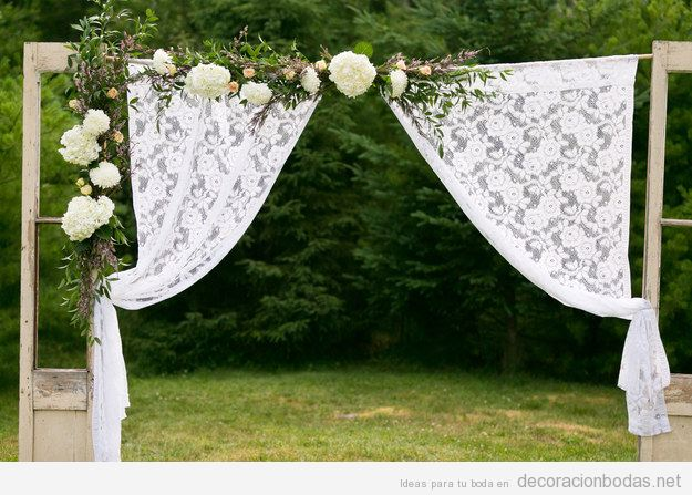 Altar DIY y barato para celebrar boda en el jardín o campo
