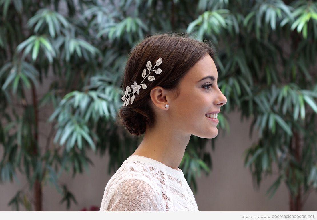 Tocados de novia un complemento nico para la novia de for Tocados elegantes para bodas