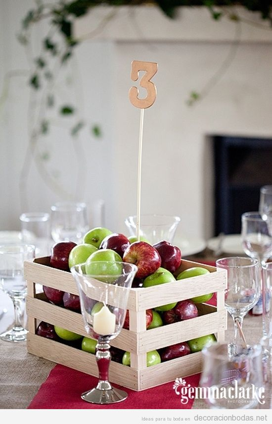 Centro mesa con cajas de manzanad decoraci n bodas - Como decorar cajas de madera para centros de mesa ...