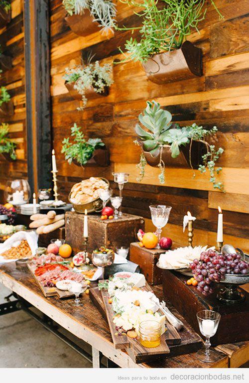 Decorar barra de comida en una boda, pared madera jardín vertical