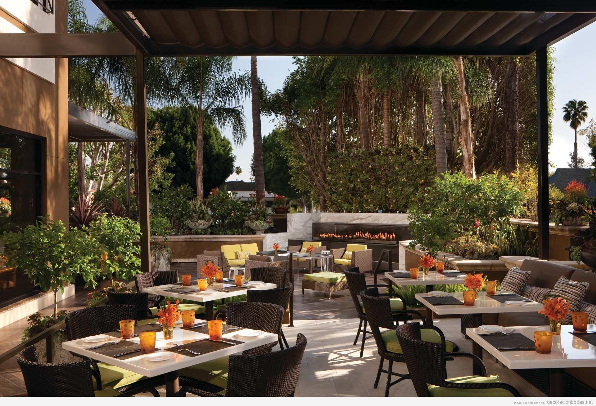 Diseno exterior restaurante minimalista terraza for Mesas de exterior de diseno