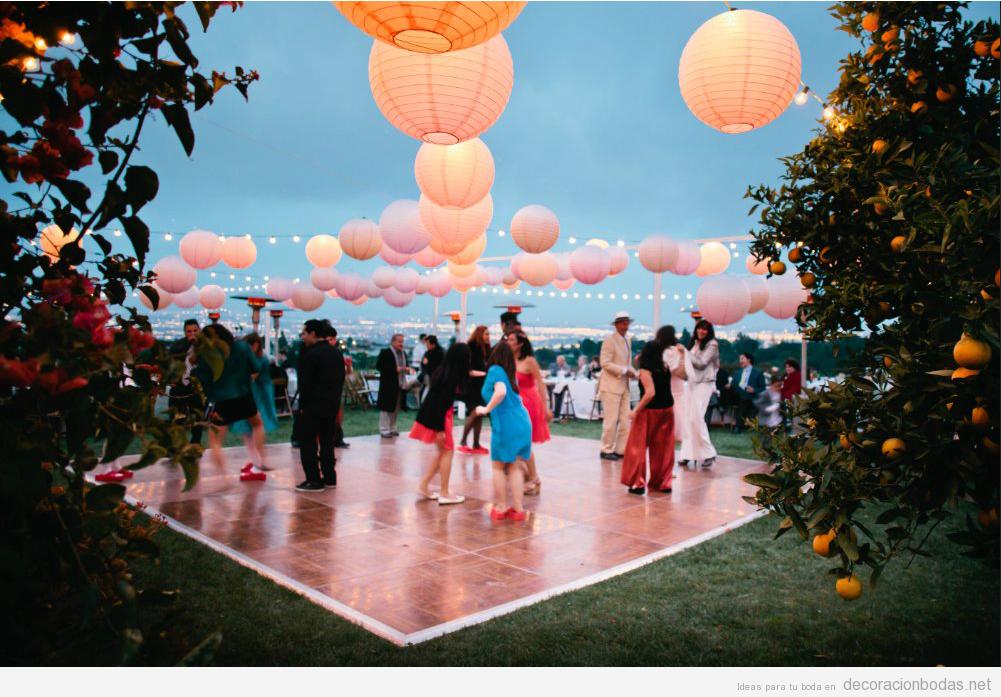 Pista baile boda aire libre en verano al atardecer