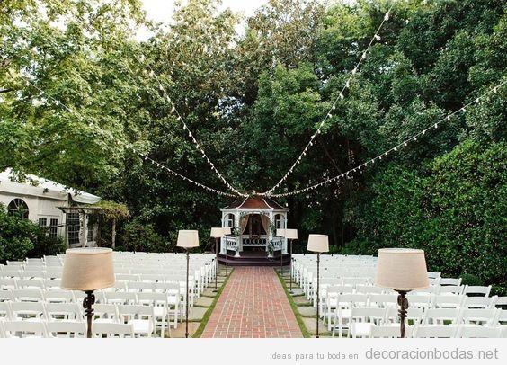 Ideas iluminar boda exterior con lámparas de pie 6