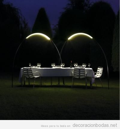 Ideas iluminar boda exterior con lámparas de pie 5