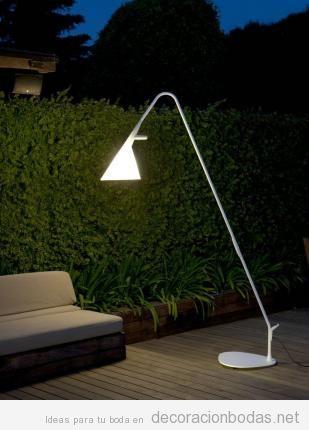 Ideas iluminar boda exterior con lámparas de pie 3