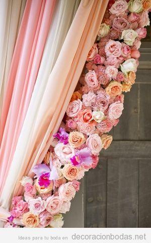Decoraci n con una cortina de flores decoraci n bodas - Cortinas originales para salon ...