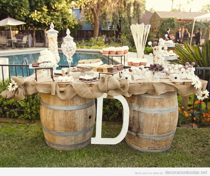 Mesa de postres hecha con barriles de vino idea original for Carpas de madera para jardin