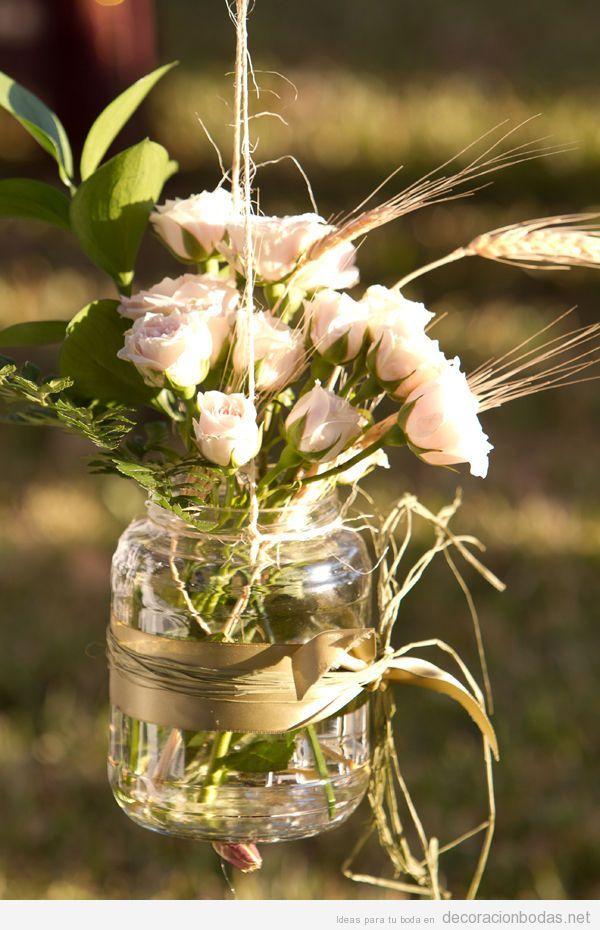 Bote de cristal con flores colgado idea para decorar una for Adornos para bodas con plantas