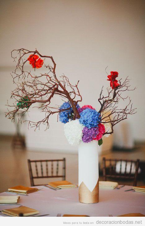 decoracin de mesa de bodas con jarrn ramas de rbol secas y flores de papel