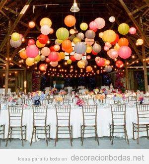 Ideas para decorar una boda de forma barata con globos de colores