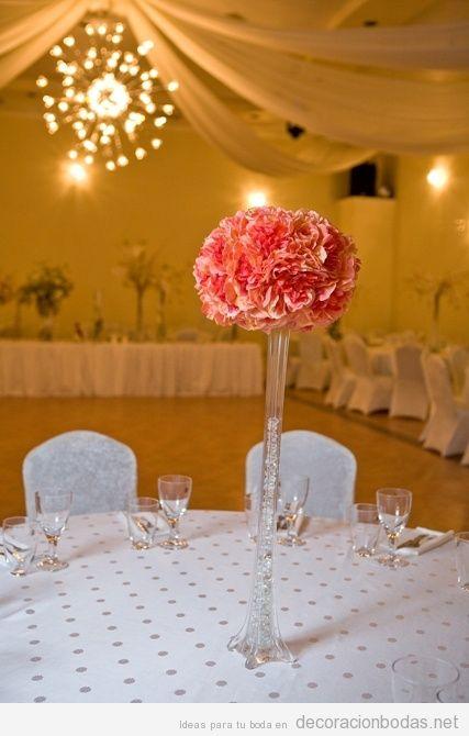 Pompón de flores en alto para decorar centro de mesa