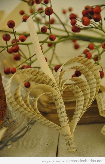 Corazones hechos con papel de libros idea para decorar for Libros antiguos para decoracion