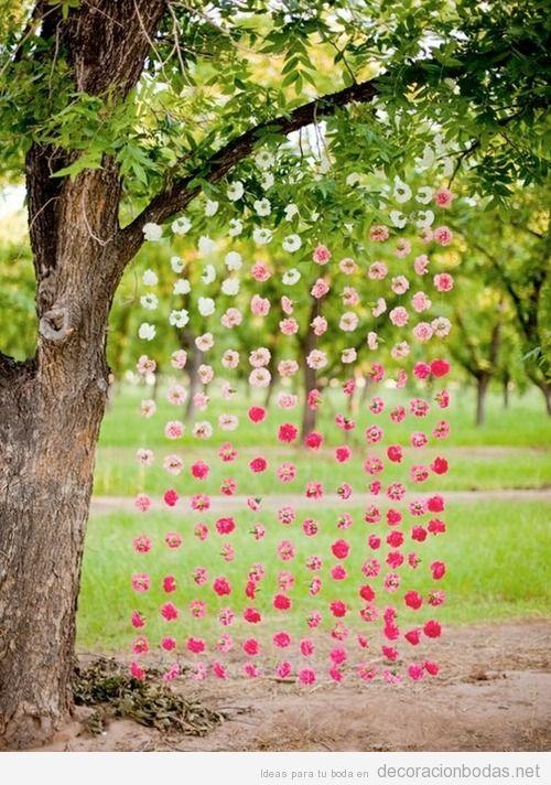 Cortina de flores, idea bonita y original para boda en el jardín