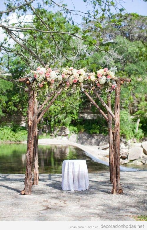 Ideas decorar boda en jardín con altar de ramas y flores