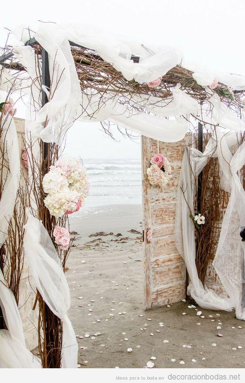 Una puerta al mar, precioso altar para una boda en la playa
