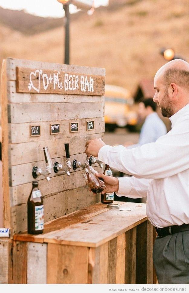 Una barra con tiradores de cerveza, una idea original para tu boda