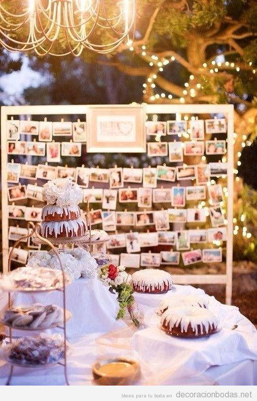 Un tablero lleno de fotos colgadas, idea bonita para decorar boda