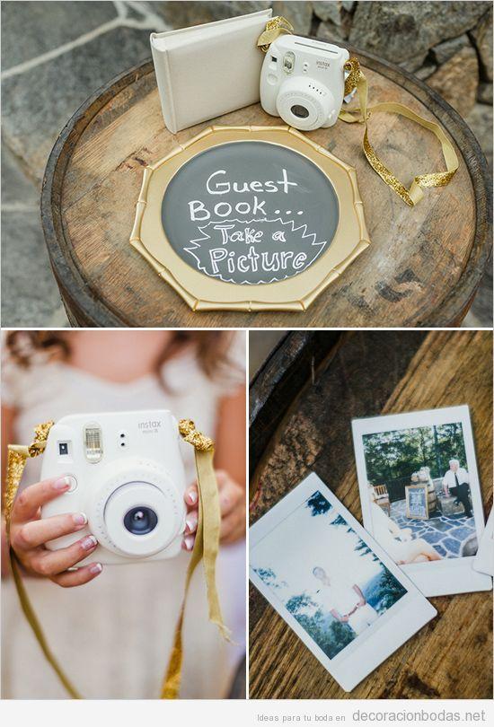 Libro de invitados con una cámara Polaroid, qué idea más buena!