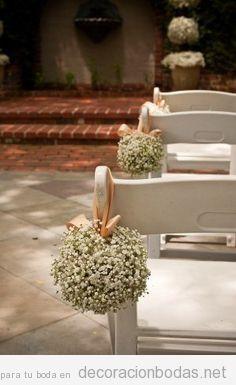 Una forma sencilla para decorar sillas de boda en una for Sillas para novios en la iglesia