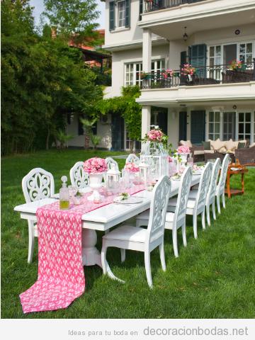 Celebras el banquete en el patio trasero de tu casa? Mira qué mesa más bonita!