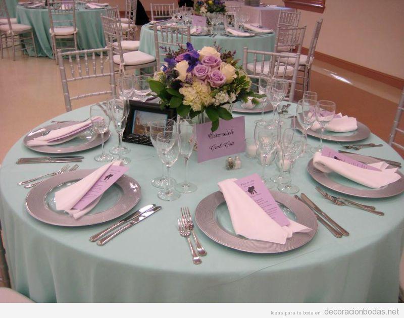 Decoración de mesade  boda en tonos verdes y lilas pastel