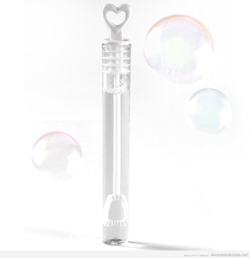 Botecitos con líquido para burbujas, una idea original y barata para tu boda