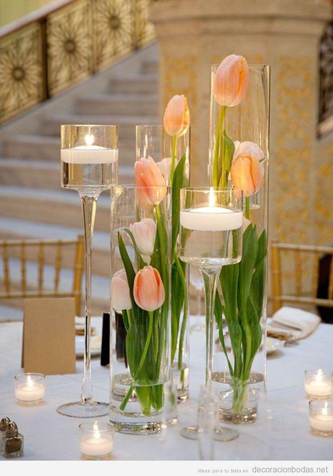 Centro de mesa para boda con tulipanes rosa anaranjados