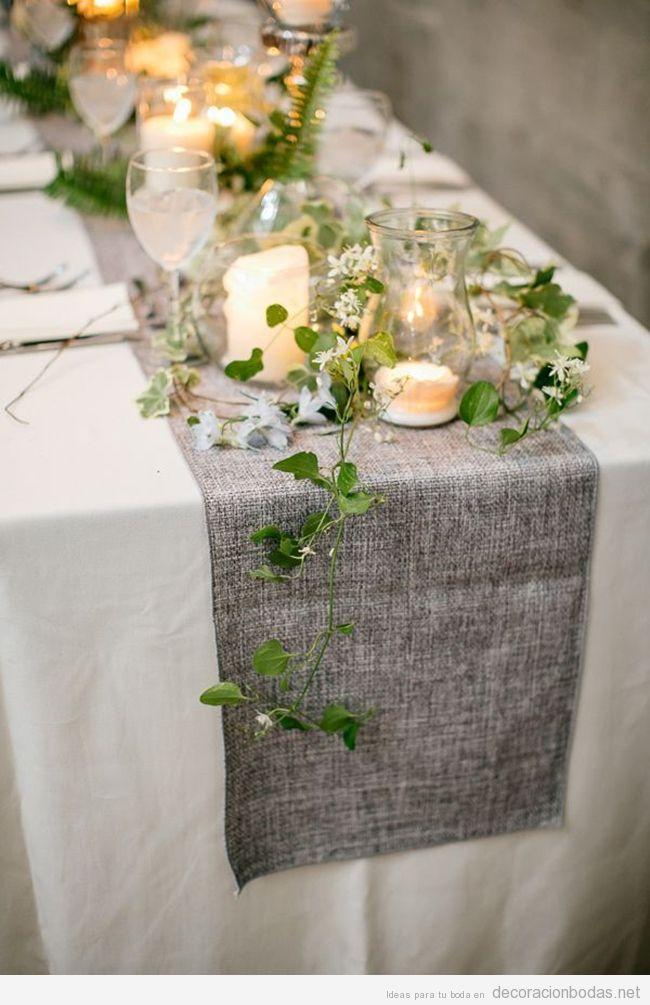 Camino de mesa color ceniza para decorar boda de primavera