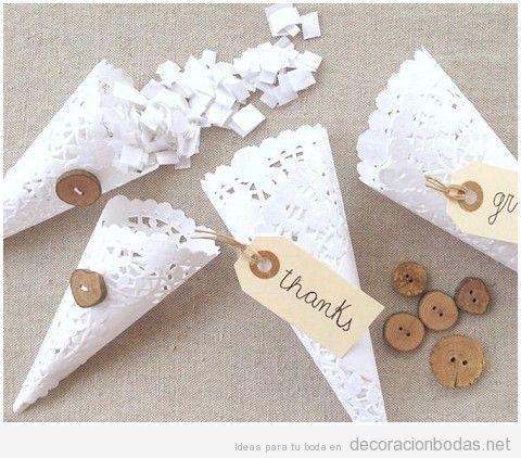 Conos de papel para decorar una boda 2