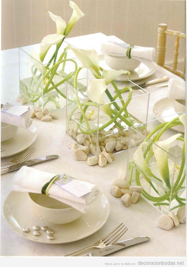 Centros y decoración de mesas de boda minimalistas: gusto y serenidad