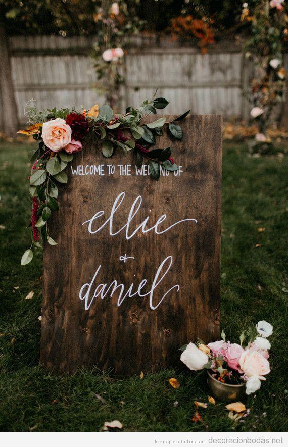 Distintos carteles en una boda escritos a mano con preciosa caligrafías