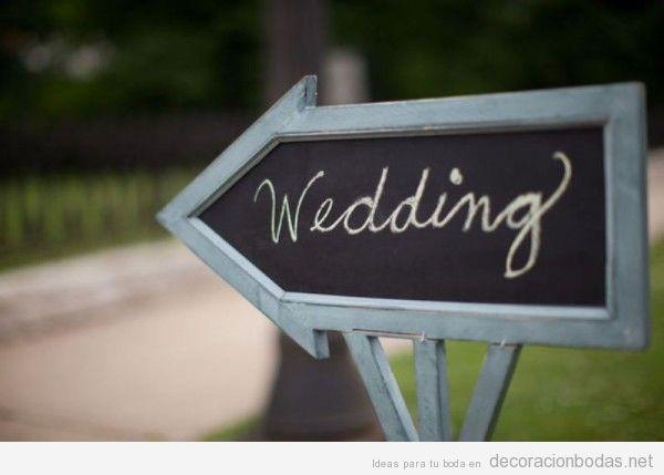 Mensajes escritos a mano con tiza en pizarras para decorar bodas 3