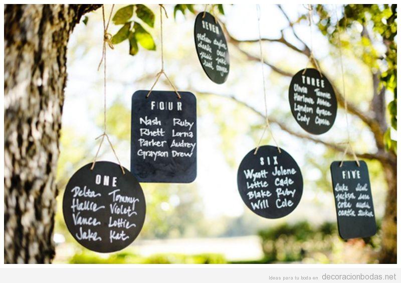 mensajes escritos a mano con tiza en pizarras para decorar bodas