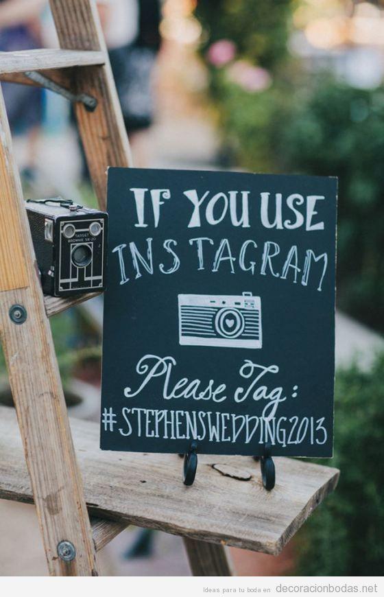 Mensajes escritos a mano con tiza en pizarras para decorar bodas 8