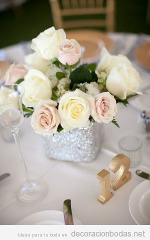 Rosas color blanco para decorar mesa boda