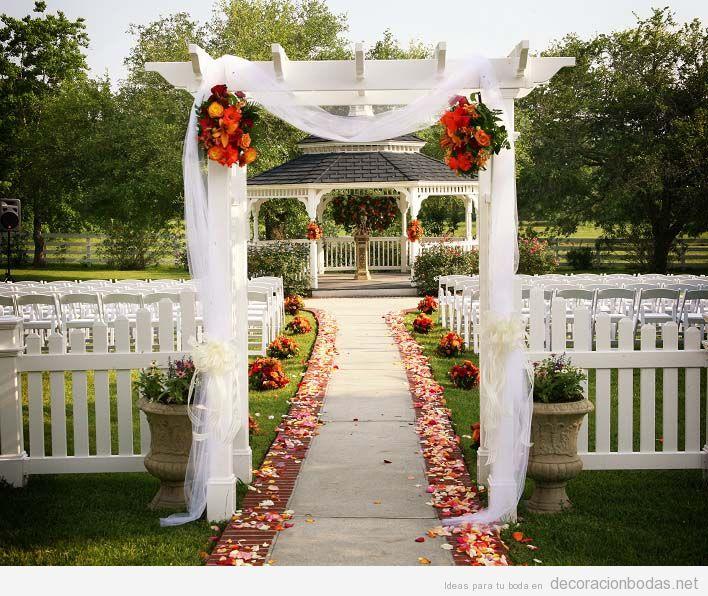Decorar boda aire libre con tul en la entrada