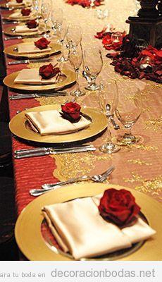 Mesa con rosas para boda temática La Bella y la Bestia