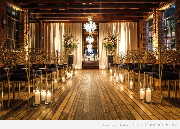 Sala ceremonia boda civil con suelos de madera