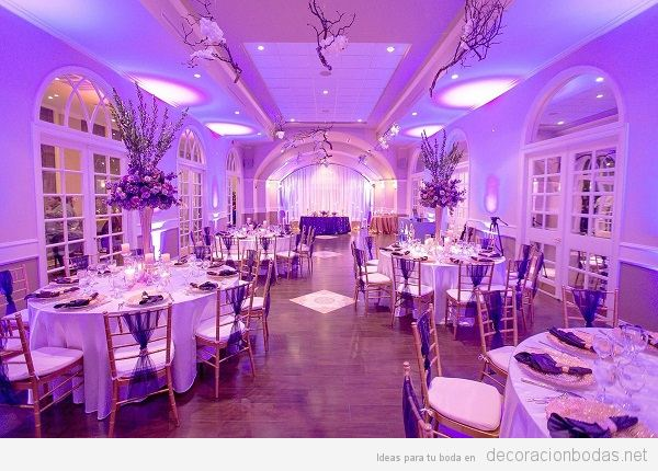 Decoración boda color pantone año 2018 ultra violet 5