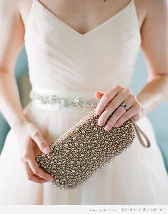 Cómo elegir el bolsos para boda dependiendo del color del vestido que lleves